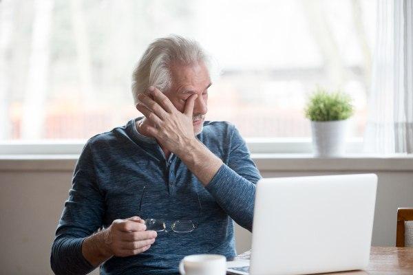 suhe oči povzroča tudi delo za računalnikom